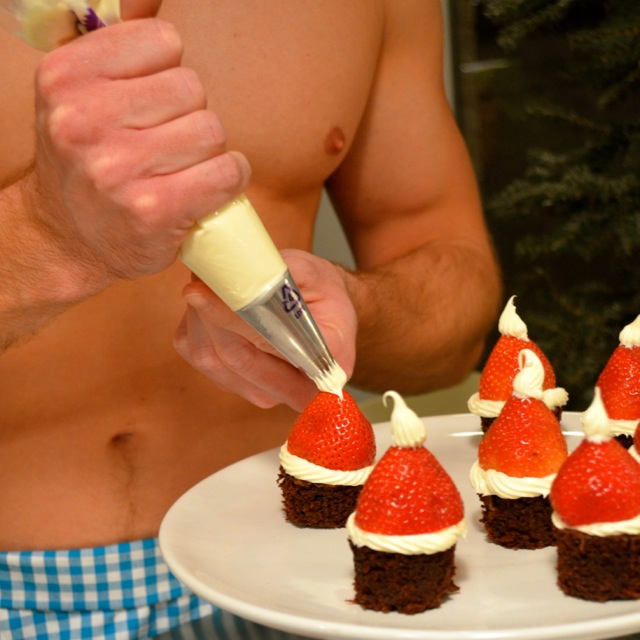santa claus brownies frosting